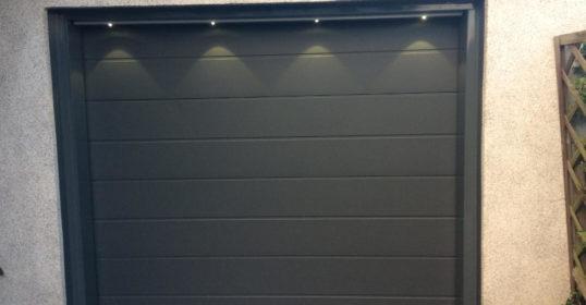 Sektionaltor mit LED-Lichtleiste